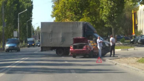 Две аварии на Новоастраханском шоссе блокировали выезд из Саратова