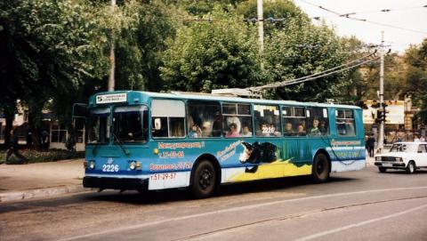 В Саратове автолюбитель врезался в троллейбус и скрылся с места ДТП