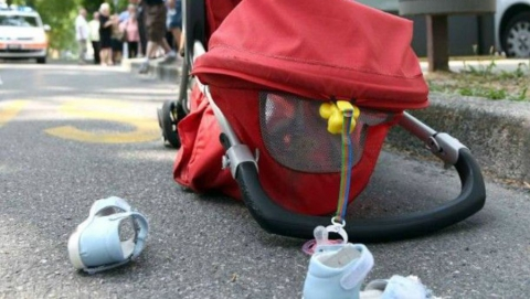 Автолюбитель сбил на переходе женщину с младенцем