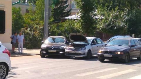 Тройная авария у музея-усадьбы Чернышевского спровоцировала пробку