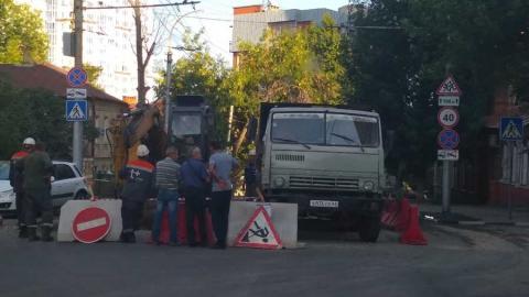 Улицу Григорьева перекрыли из-за работ коммунальщиков