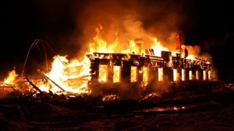 Пожар в Заводском. Сгорело нежилое здание на Орджоникидзе