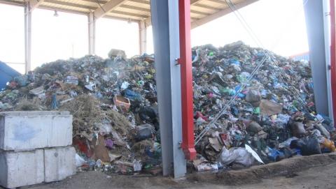 Регоператор контролирует работы по зачистке контейнерных площадок в Саратове