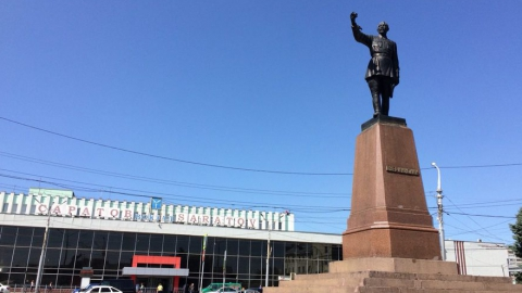 В Саратове перенесли остановки на Привокзальной площади