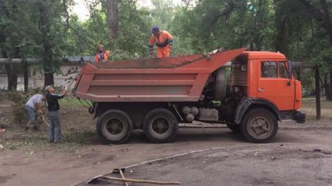 Олег Мастрюков выделил технику для уборки территории школы № 48