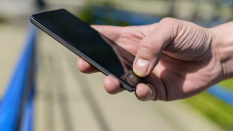 Парень отнял у школьника смартфон за 17 000 рублей