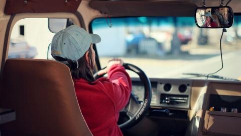 В Энгельсе ведут поиски сбежавшего с места смертельной аварии водителя