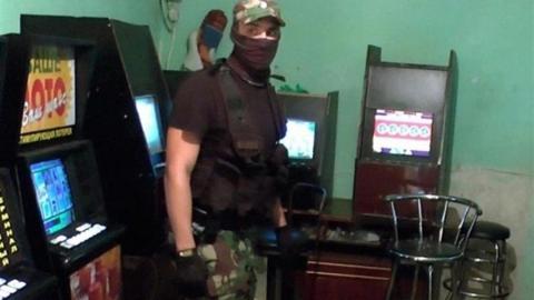 Бойцы СОБР пресекли деятельность игорного зала в Саратове