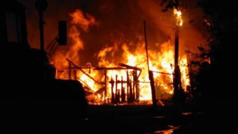 Ночью в Октябрьском районе произошел крупный пожар