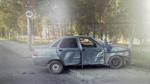 """Водитель """"десятки"""" поранил пассажира при столкновении с деревом и столбом"""