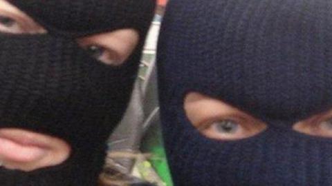 Малолетний грабитель в маске попался на упаковке конфет
