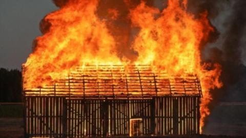 В селе Алгай в пожаре сгорел домашний скот и куры
