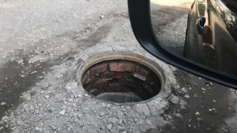 Саратовцев предупреждают об опасном люке на 2-ом Огородном проезде