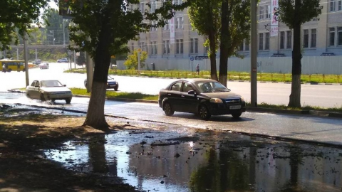 Проспект Строителей заливает водой