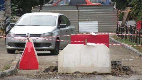 В Волжском районе Саратова автомобилисты жалуются на неожиданные ямы