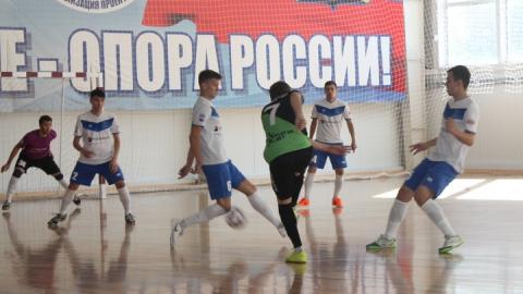Саратовские мини-футболисты победили хозяев