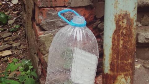 Жители улицы Мичурина вынуждены собирать дождевую воду