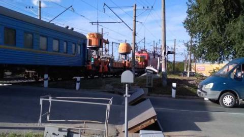 В Саратове закрыт железнодорожный переезд на Сокурском тракте