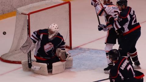 Саратовские хоккеисты крупно обыграли орских