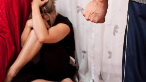 Избиение пьяным сожителем женщины закончилось больничной койкой