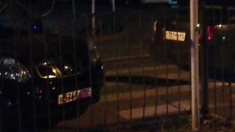 """Жители жалуются на """"наглую парковку"""" на пешеходных переходах улицы Пугачева"""