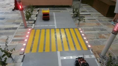 В СГТУ протестировали макет проекта интеллектуального пешеходного перехода