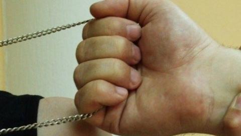 Бывший уголовник сорвал с прохожего цепочку и перстень