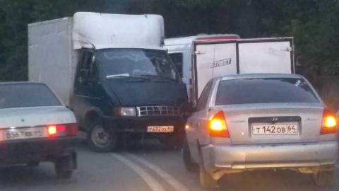 В Саратове на мосту столкнулись три автомобиля