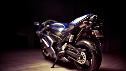 Сбивший школьницу мотоциклист скрылся с места аварии