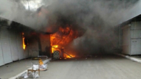 В Волжском районе горел торговый павильон
