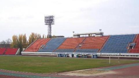 Фасад здания на стадионе «Сокол» застеклят до холодов