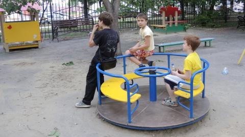 Администрация нашла в Саратове 451 бесхозную детскую площадку
