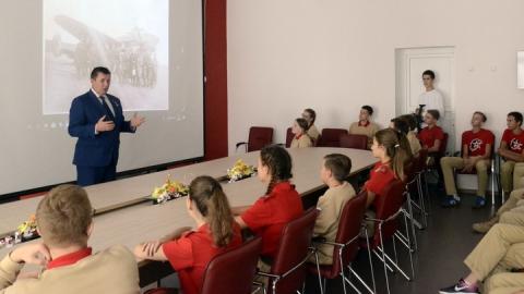 Герой России провел встречу с юнармейцами лицея «Солярис»