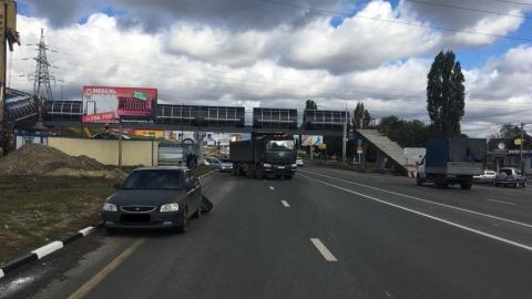 В аварии с грузовиком и иномаркой на Вольском тракте пострадала девушка