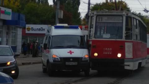 """В центре Саратова столкнулись трамвай и """"скорая помощь"""""""