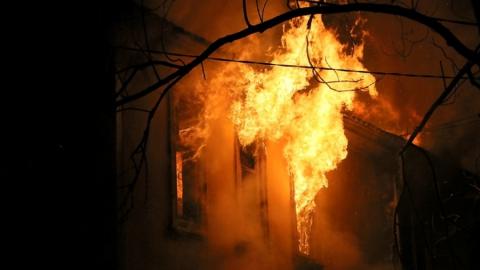 Ночью в Заводском районе горел дом на улице Грузинской