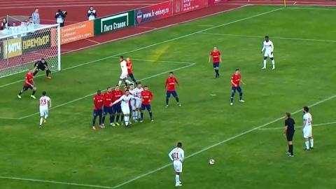Саратовский футболист забил победный гол на последней минуте матча Премьер-лиги