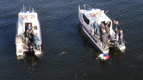 В Саратове почтили память погибших на мосту через Волгу пожарных