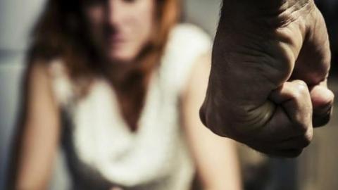 Мужчина за бутылку водки убивал и насиловал женщину