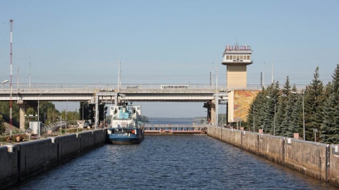 Из судоходного канала в Балакове спасатели извлекли тело мужчины