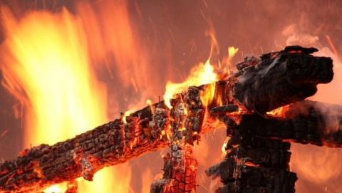 На пожаре в деревянном доме погибла супружеская пара