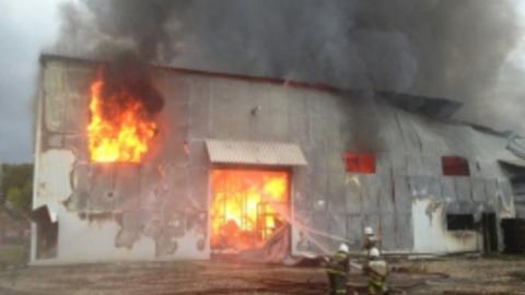 На железнодорожной станции сгорел склад