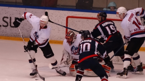 В «Кристалле» дебютировали три хоккеиста