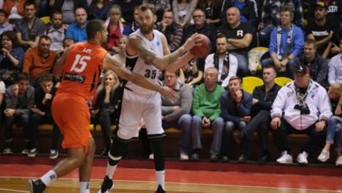 Саратовские баскетболисты дома победили израильских