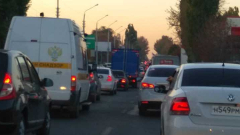 На Шехурдина образовалась пробка в сторону Ленинского района