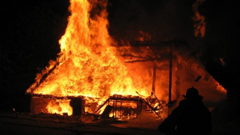 Вчера по области сгорело два дома, квартира и машина