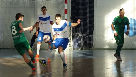 Саратовские мини-футболисты остановили лидера