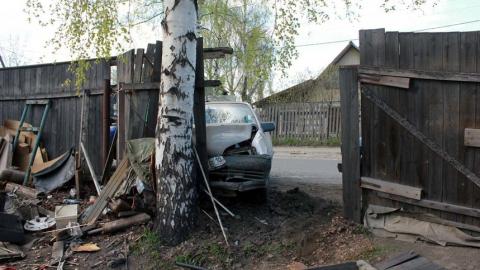"""Пьяный водитель на """"Фольксвагене"""" врезался в забор дома"""