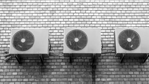 Предпринимателя заставили убрать кондиционер со здания на Московской