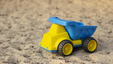 Мужчина вывез с работы десять тонн песка